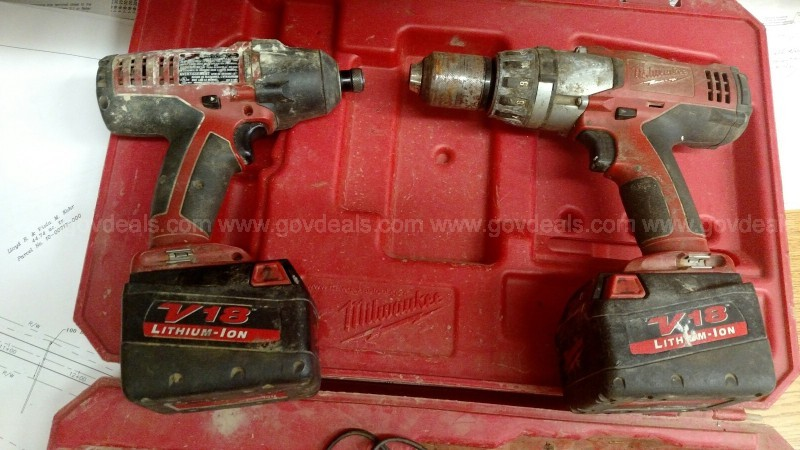 18v Milwaukee Drill and Impact Driver - Cordless set