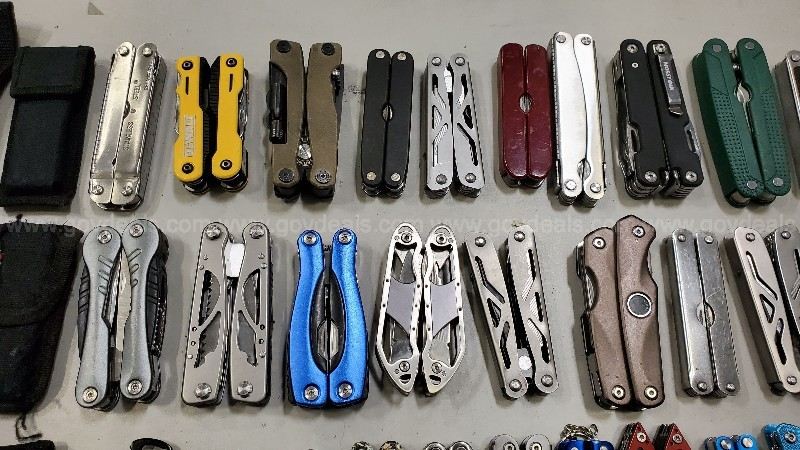 Miscellaneous Swiss Army Knives/Multi Tools - 23 lbs
