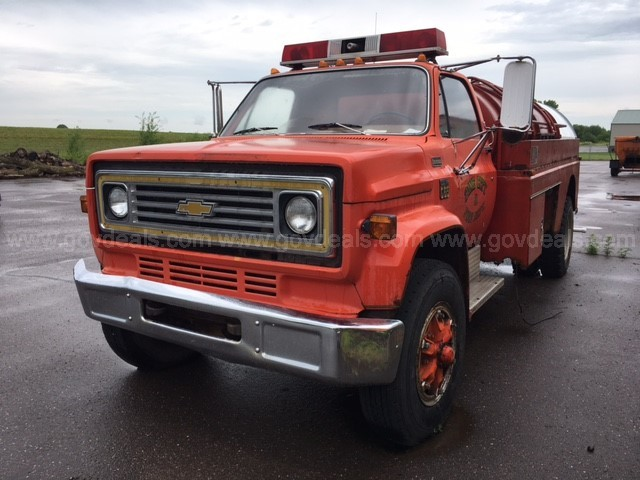 1976 Tanker Fire Truck --- Reserve Lowered!