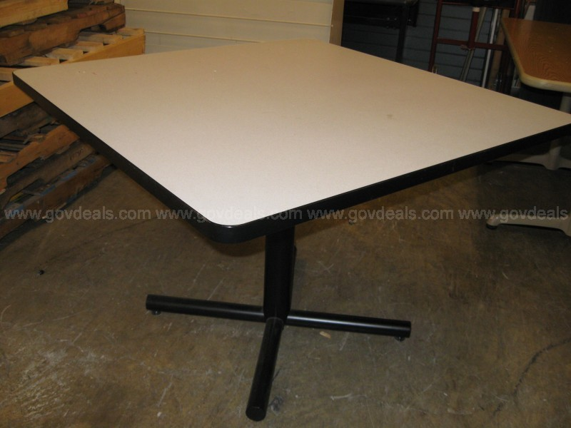 WHITE FORMICA TOP SQUARE TABLE