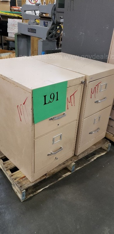 ***1 PALLET OF ASSORTED METAL FILE CABINETS ***