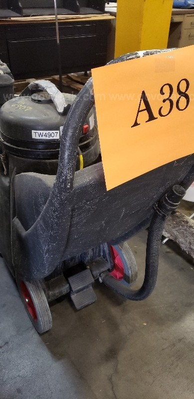 *** INDUSTRIAL WET AND DRY VACUUM CLEANER ***