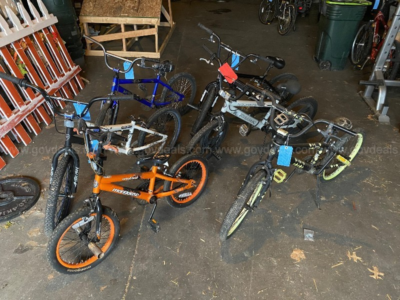 Lot of 6 Bicycles