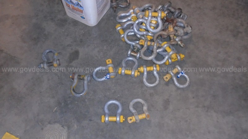Lot of ( Aprox. 20 +) Hoist Var. sizes with aprox. 50 shackles (var. sizes)