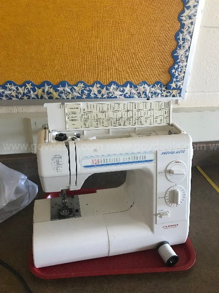 Lot of 17 Sewing Machines