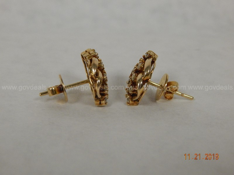 10kt Gold Earring set with Diamonds
