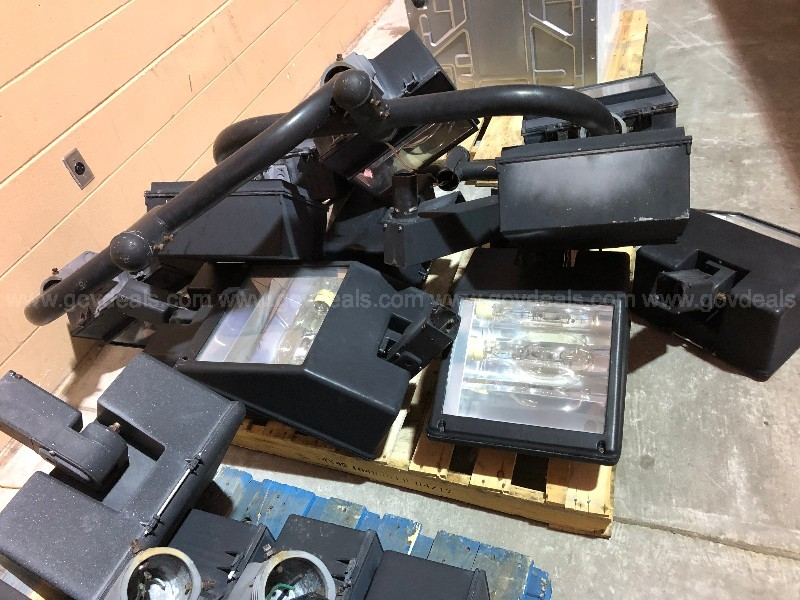 Parking Lot Pole Light Fixtures - (04-17-19) Lot #02 (860)