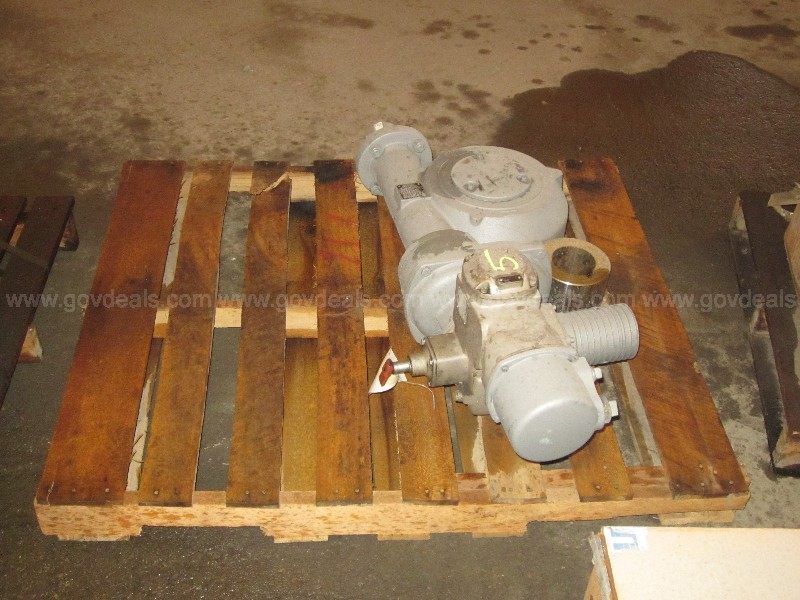 1 LOT OF ACTUATORS
