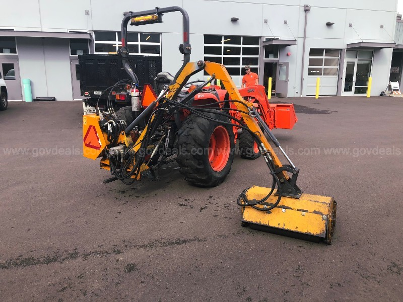 2007 Kubota L3240 Utility Tractor with Box Scraper, Mower, Loader Bucket