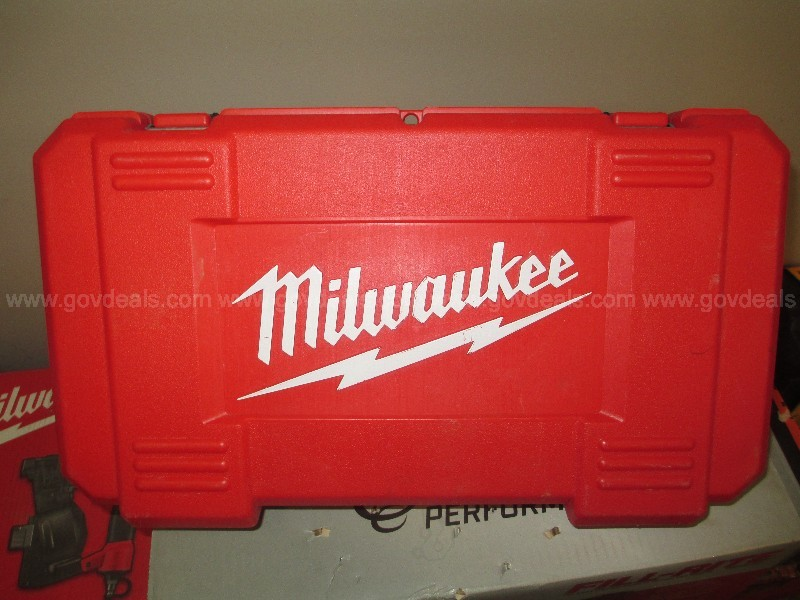 Milwaukee Right-Angle Drill - Lot #9