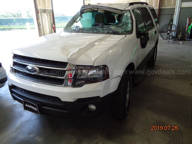 2015 WHITE FORD EXPEDITION 4-DOOR SUV, WRECKED  SOLD AS IS