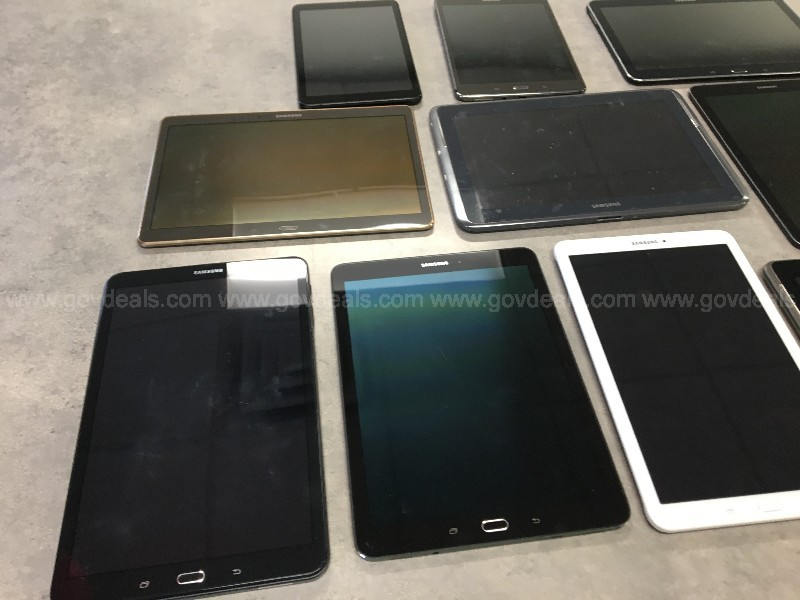 Lot of 83 Tablets & E-Readers - Samsung Kobo Tolino & More