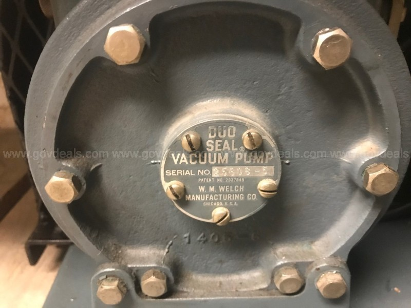 Welch duo seal vacuum pump