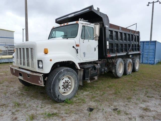 2000 INTERNATIONAL 2574 DUMP TRUCK - BED ROLLED OVER