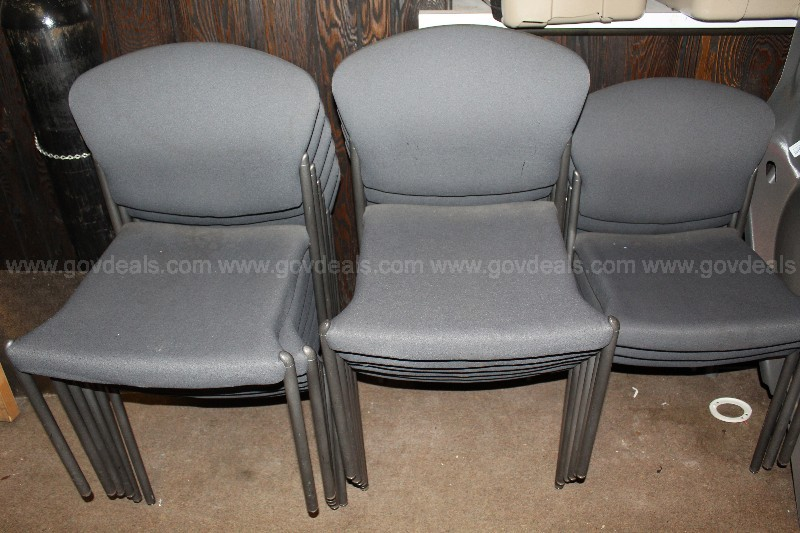 1 Lot of 15 padded upholstered seats