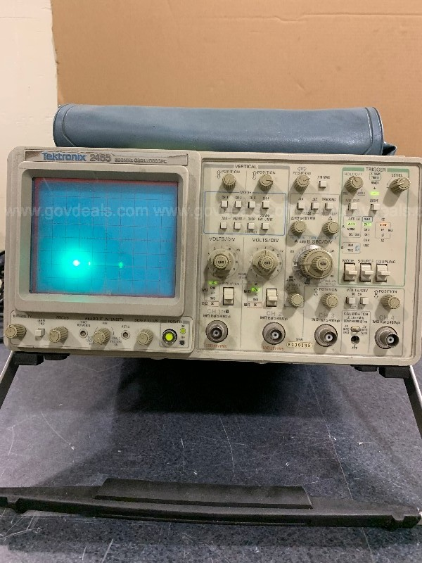 16 VARIOUS SCIENTIFIC, LABORATORY, MEDICAL AND ELECTRICAL EQUIPMENT-SB-DD4