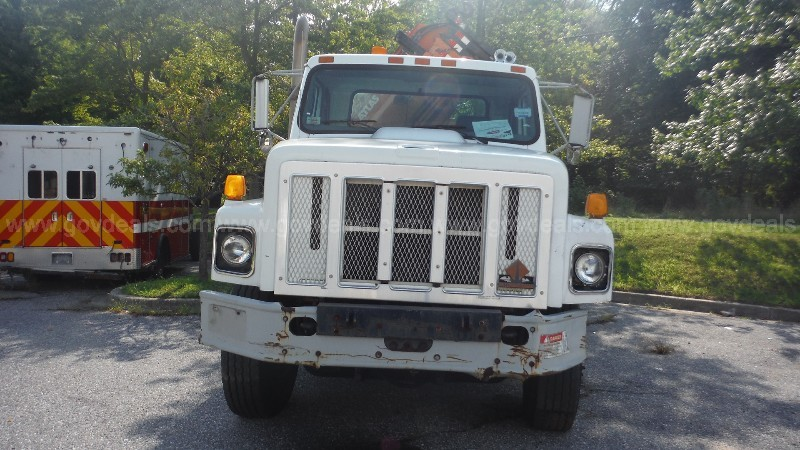 2000 International 2654 Knuckle Boom Crane Truck - only 7,522 miles