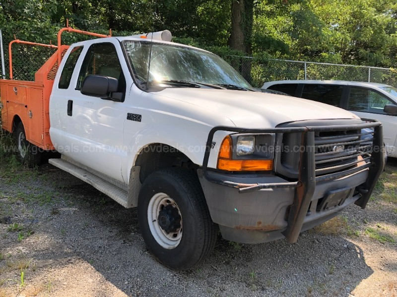 2001 Ford F-250 SD XLT SuperCab Short Bed 4WD Utility Body Truck