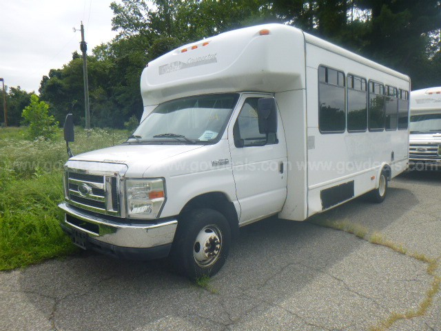 2011 Ford Econoline E450 Shuttle bus with Lift