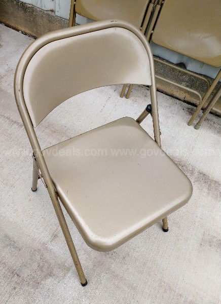 1-Lot of 9 Folding Chairs