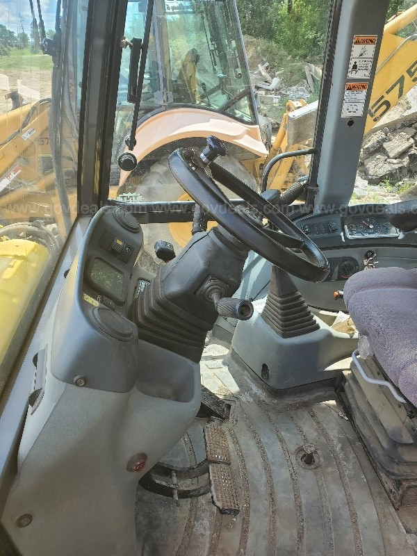 2005 New Holland B75 Backhoe