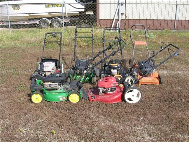 Various Self Propelled Mowers (5), Toro Push Mower (1)
