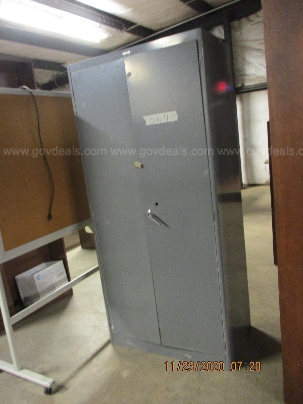 STORAGE CABINET METAL  LG(1), LOt 0611