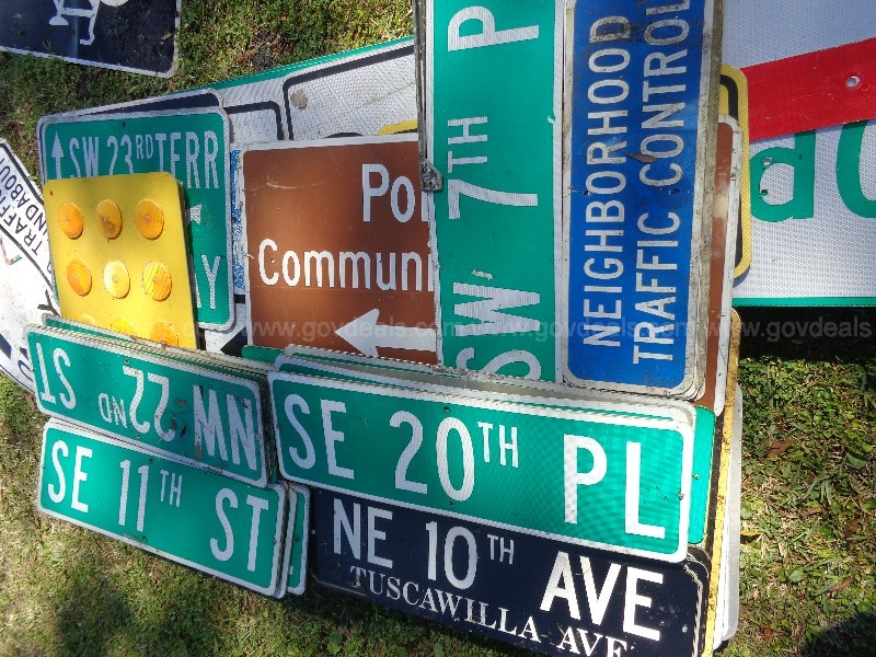 (100) USED STREET SIGNS