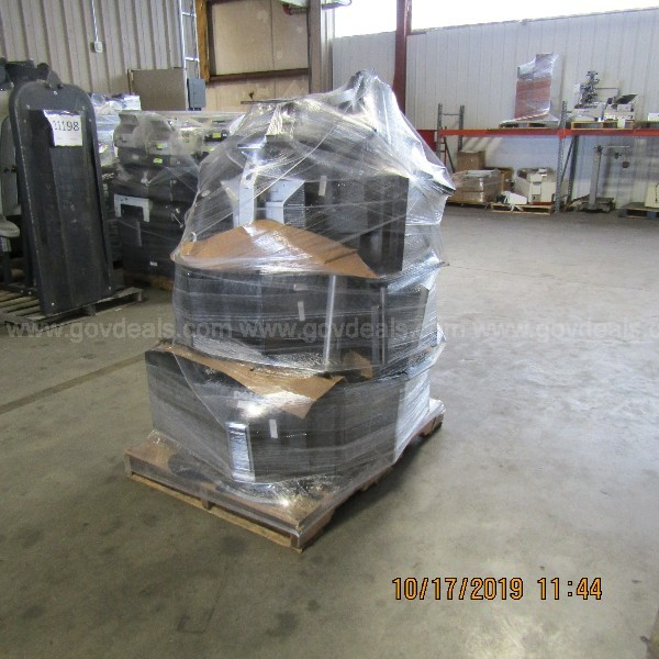 LOT OF MONITORS ON A PALLET