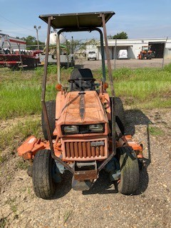 B7200 Kubota 4WD Diesel Tractor with Mowing Deck