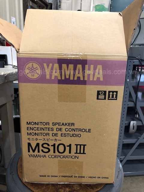 Lot of two monitor speakers