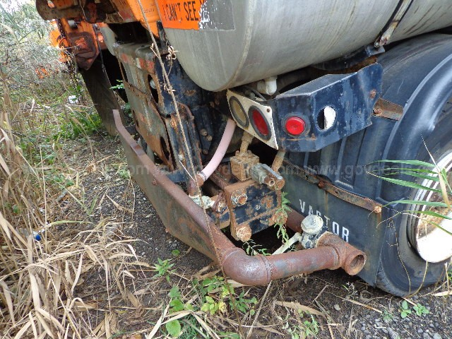 1995 Ford LT9000 Tandem with Vactor model 2000 sewer cleaner/vac body