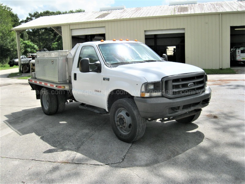 2004 Ford F550 Regular Cab 4WD