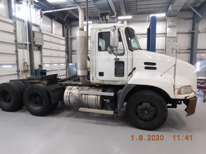 2007 Mack CXN613 Tandem-Axle Road Tractor - bad transmission
