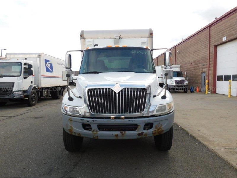 2005 International 4400 Box Truck with liftgate