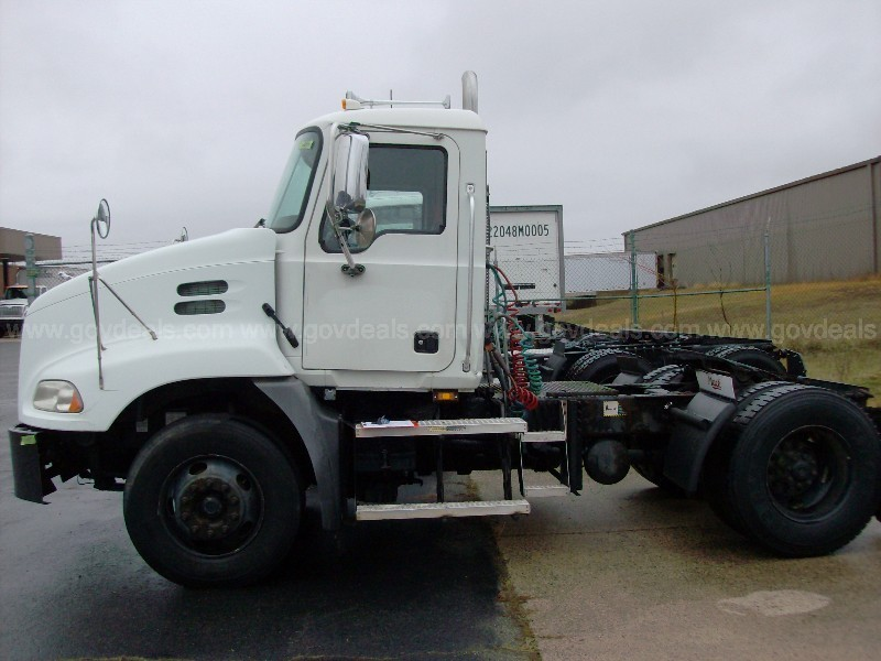 2007 Mack CXN612 Road Tractor - does not start - must tow