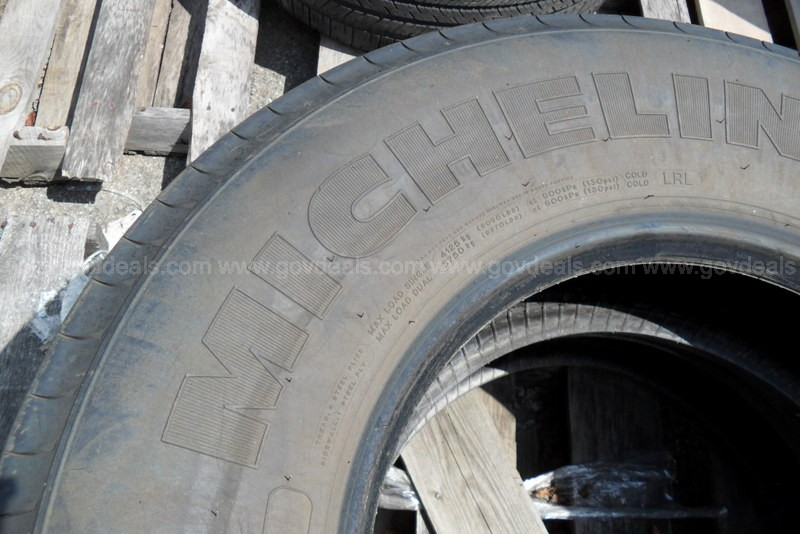 Two Michelin XZA2 Energy Tires - Size 315-80-22.5