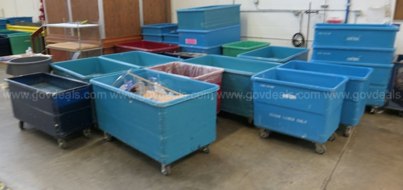 LOT: LARGE QUANTITY MISC PLASTIC/RESIN/FIBERGLASS LAUNDRY CARTS