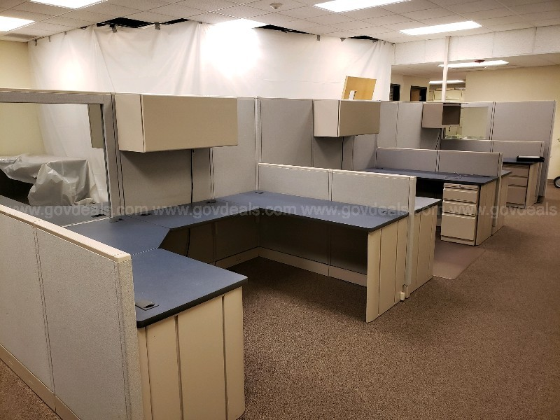 THREE PERSON MODULAR OFFICE CUBICLE