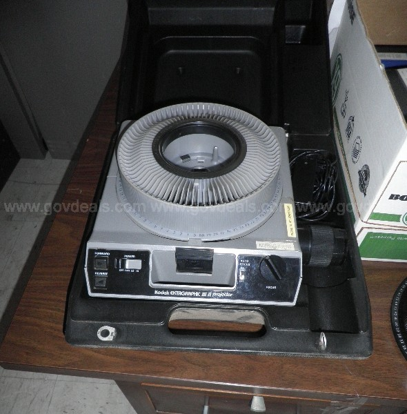 Various Type Projectors and Screens