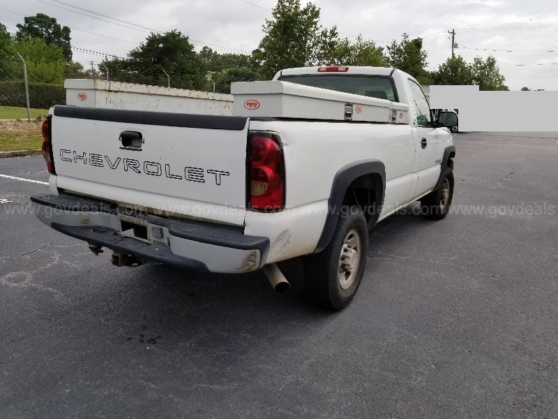2005 Chevrolet Silverado 2500HD Work Truck Long Bed 2WD Reg Cab, 6.0L V8
