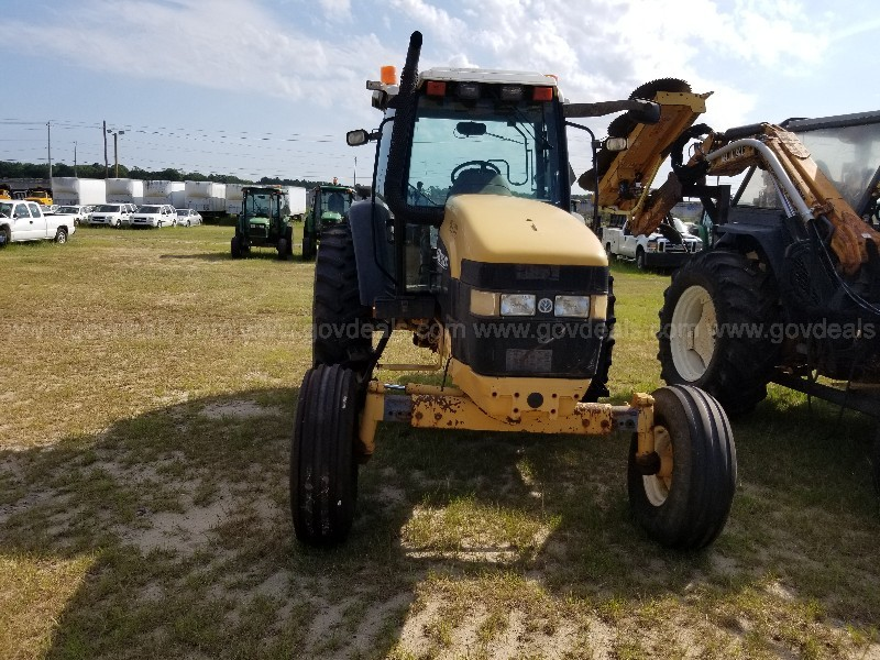 2000 New Holland Tractor