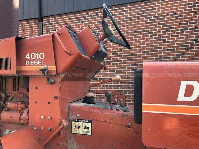 1986 Ditch Witch 4010 Trencher with T-8 Trailer