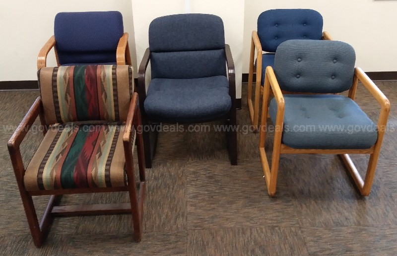 SITTING GROUP OF VARIOUS OFFICE CHAIRS