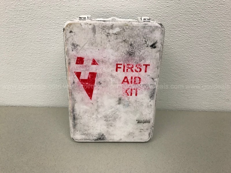 METAL FIRST AID KIT BOX