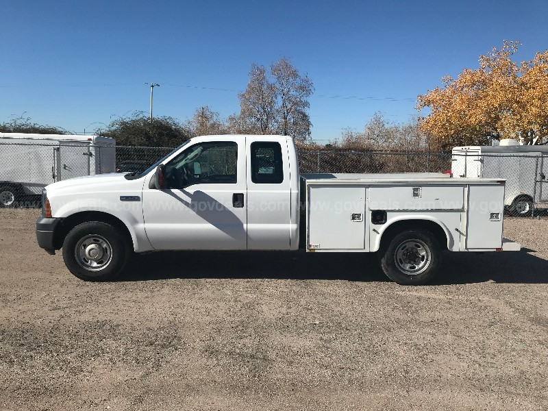 2006 FORD F-250 2WD 5.4L TRITON V8 WITH CLARK UTILITY BED