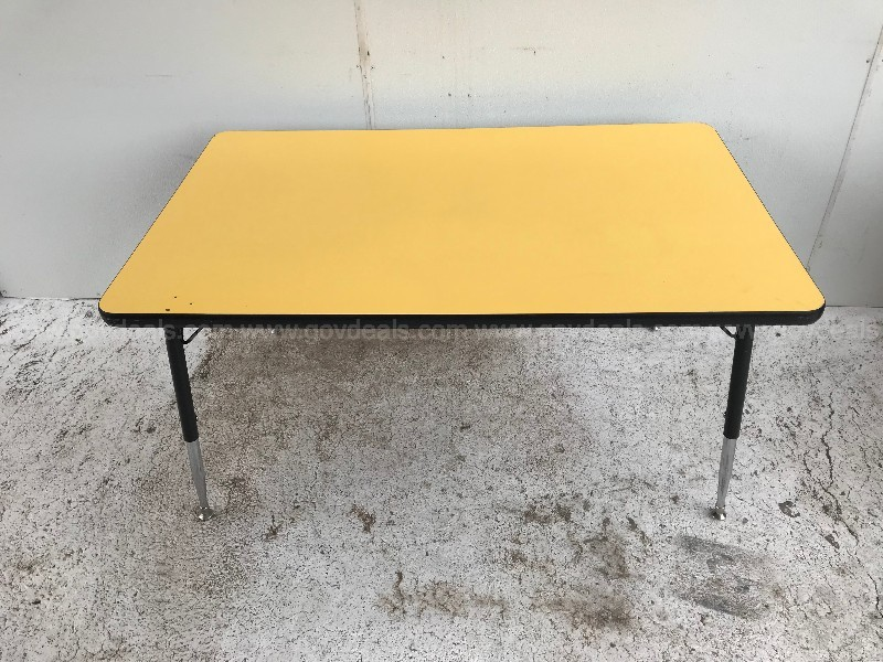 CHILDRENS  CRAFT / LEARNING TABLE (YELLOW)