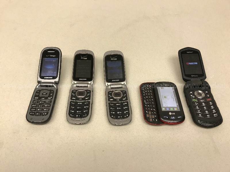 ASSORTED BRAND FLIP CELLPHONES GROUP LOT OF FIVE