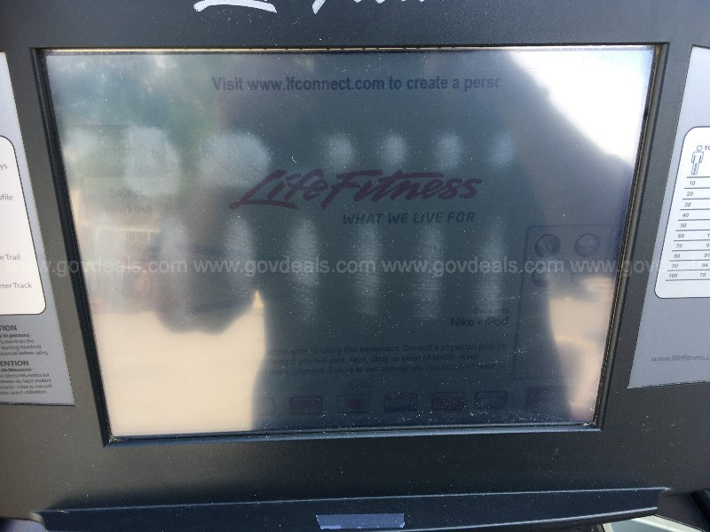 LIFE FITNESS COMMERCIAL 95T TREADMILL