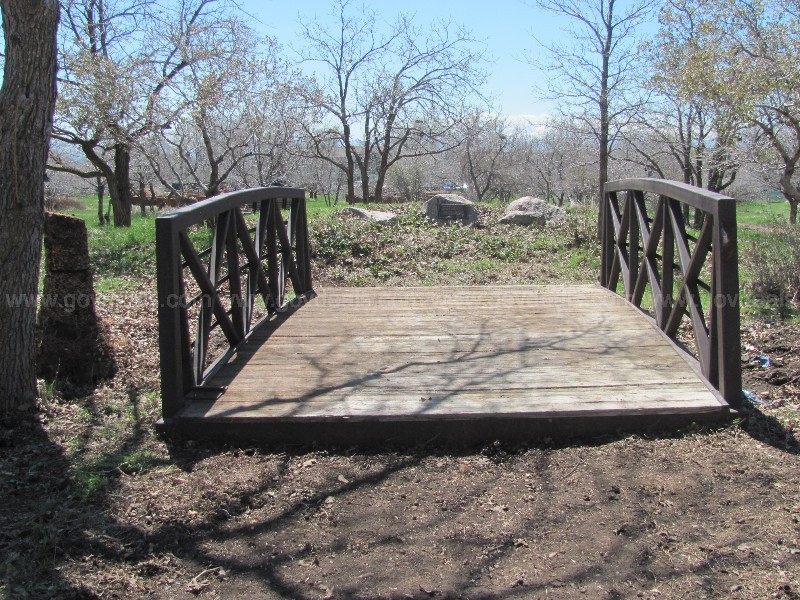 Metal and Wood Bridge with a 10,000 Pound Capacity   U1426